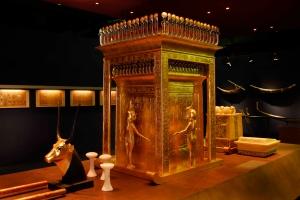 Burial chamber  - Canopic shrine TUTEX - Credit- SC Exhibitions_1